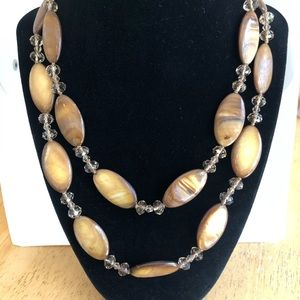 Jewelry - Brown shell + tan crystal necklace